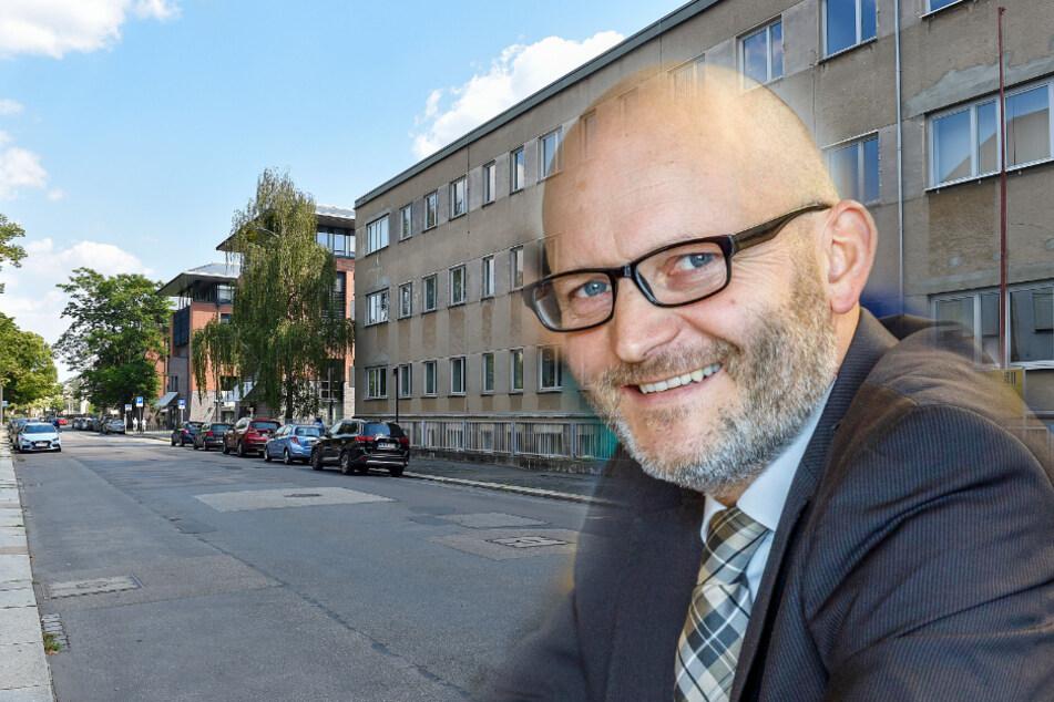 Stadtrat Torsten Nitzsche (45, Freie Wähler). Im Hintergrund das Gebäude in der Fiedlerstraße.