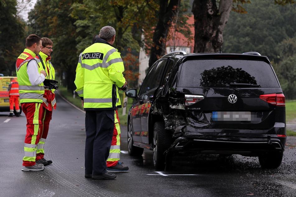 Der VW wurde bei dem Unfall an der hinteren Seite beschädigt.