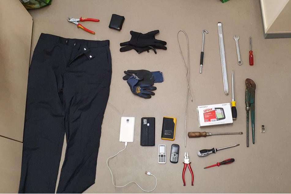 Ermittler haben bei den verdächtigen Männern (54 und 61) Einbruchswerkzeug gefunden und sichergestellt.