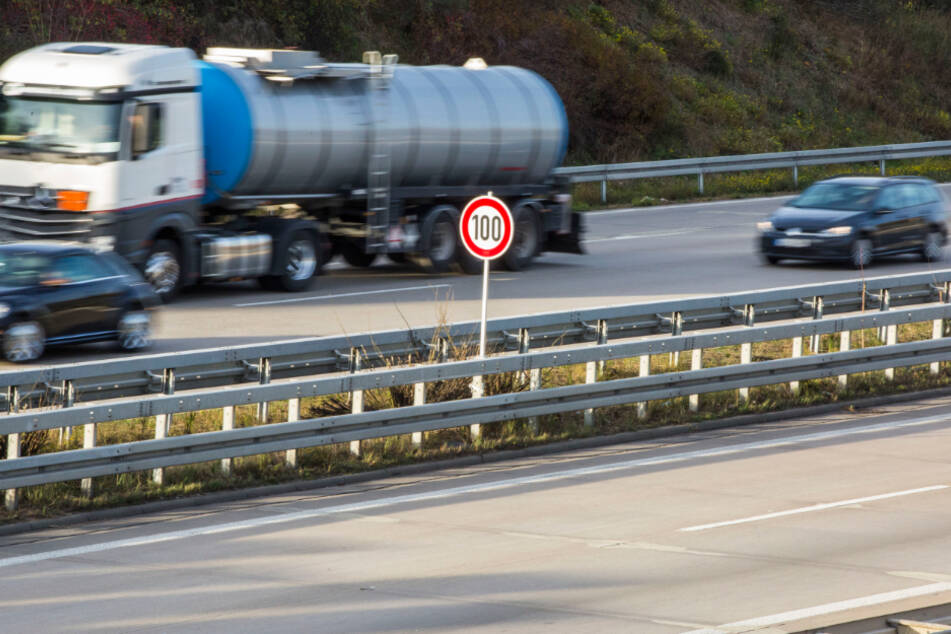 Rasen verboten: 100 km/h bleiben als Tempolimit auf der Dresdner Stadtautobahn fortan bestehen.