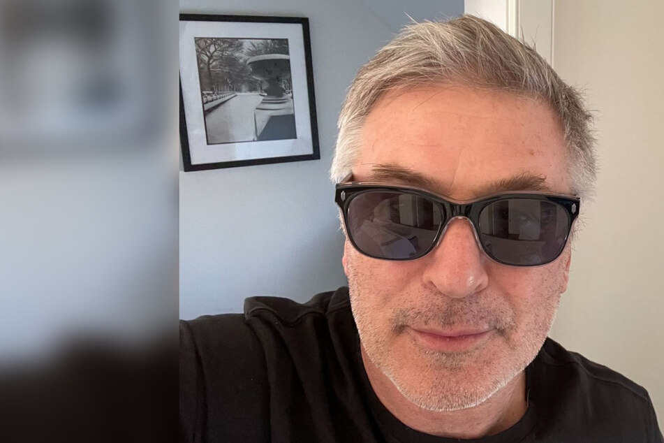 "Alec Baldwin announces his departure from ""all the a**holes"" on Twitter"