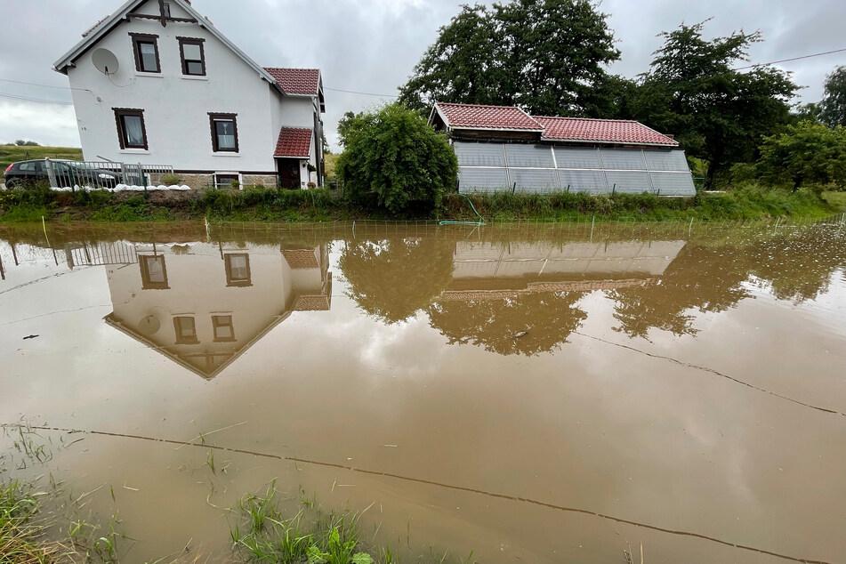 In Berthelsdorf ist plötzlich ein See statt einer Wiese.