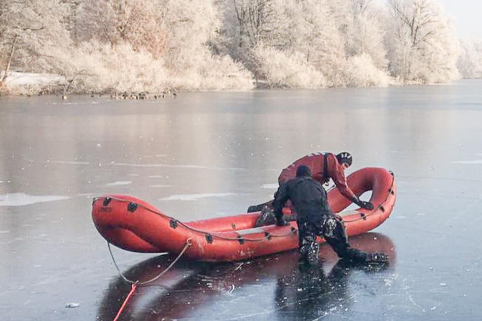 Dramatischer Einsatz im Eis! Feuerwehrtaucher werden zu Lebensrettern