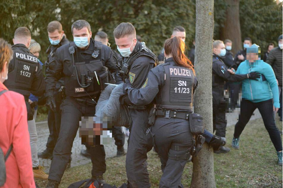 Sachsens Pandemie-Leugner immer aggressiver: Bisse, Bombendrohung und wirre Schwurbeleien