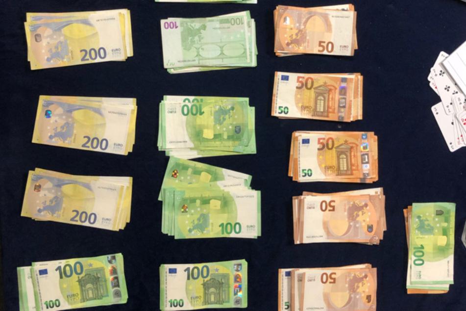 Illegale Spielhölle: Beamte stellen hohe Geldsumme sicher