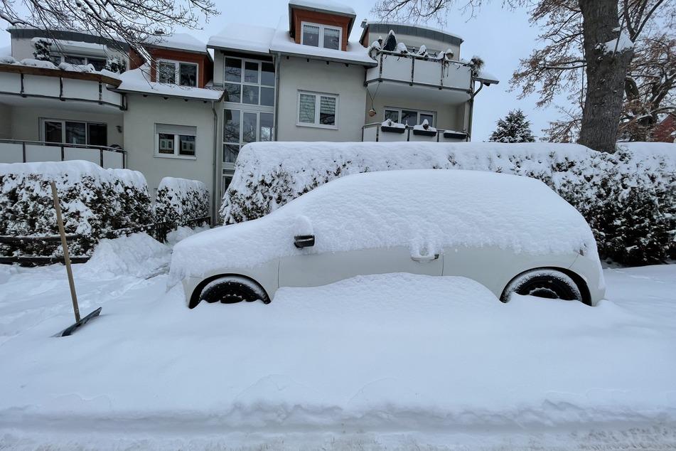 In der Nacht zu Montag gab es auch in Zwickau etwa 30 Zentimeter Neuschnee.