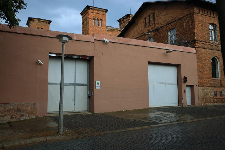 """Die Hauptanstalt der JVA in Halle (Saale), der sogenannten """"Rote Ochse"""". Seit 11. Oktober 2019 sitzt der Todesschütze Stephan B. hier in Untersuchungshaft."""