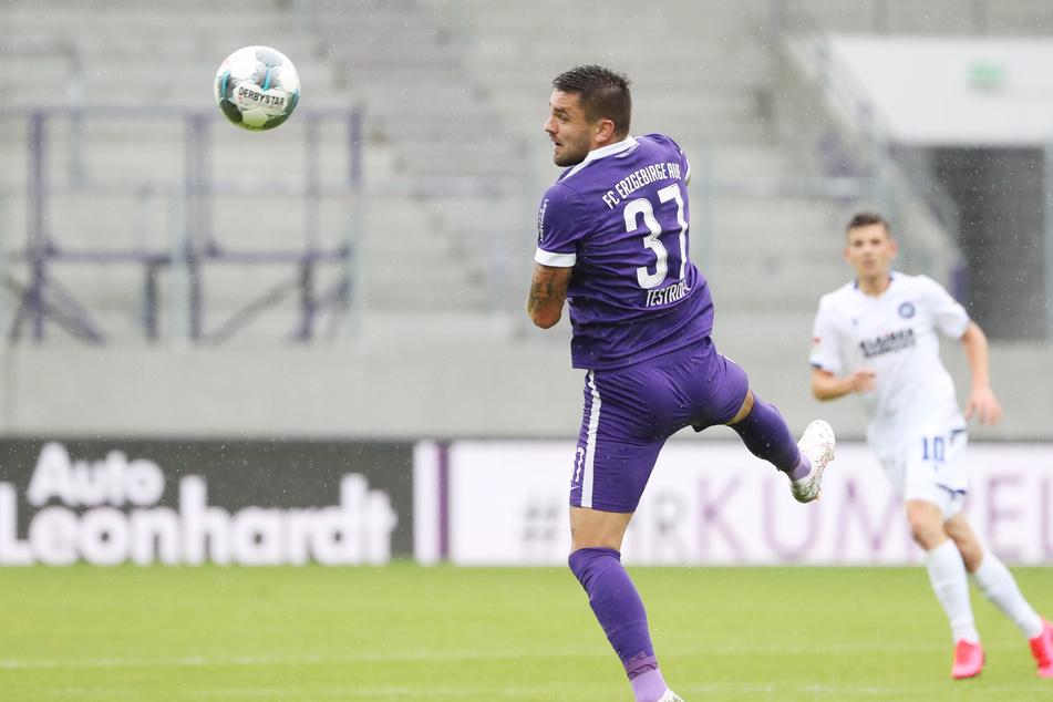 Pascal Testroet möchte mit den Veilchen auf St. Pauli nachlegen - und so seinem Ex-Verein Dynamo helfen.
