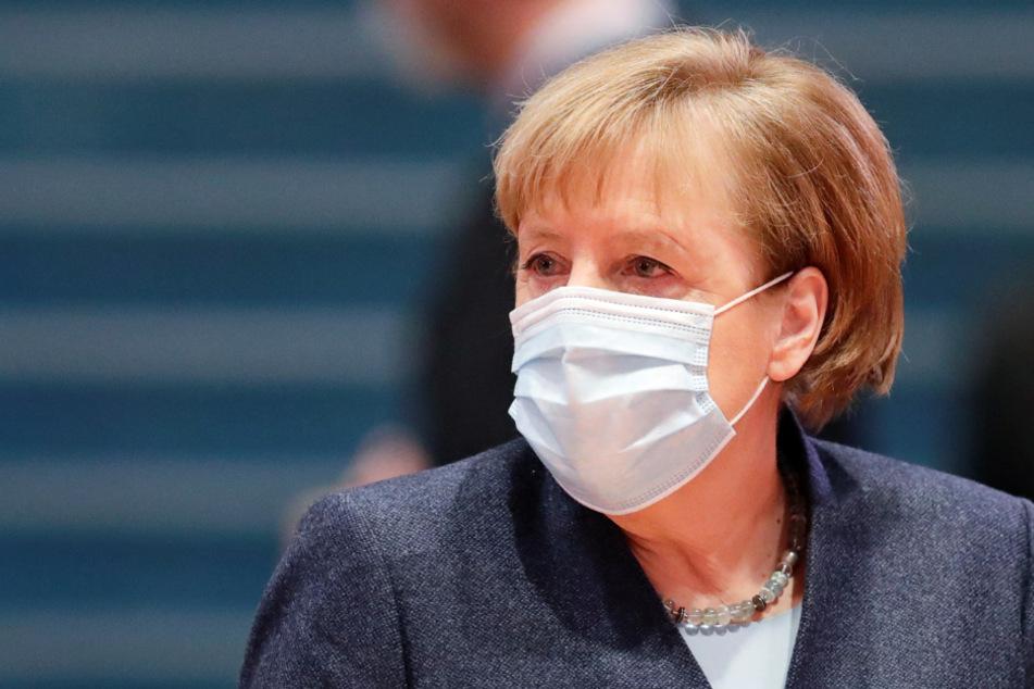 Ups! Angela Merkel zeigt versehentlich geheimes Impf-Dokument