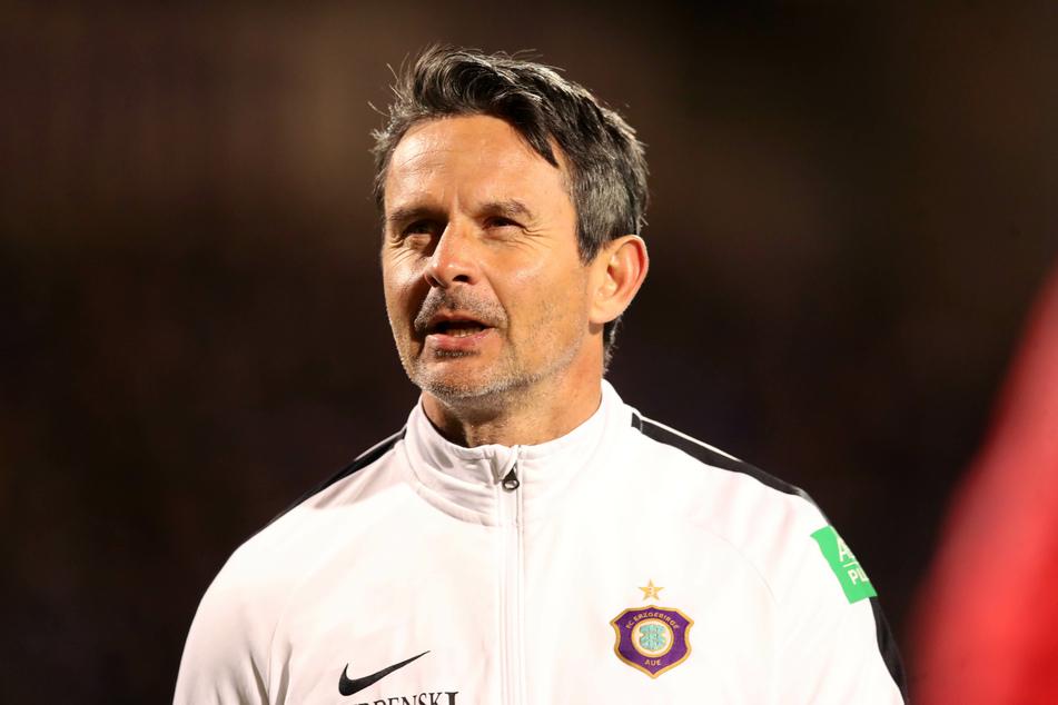 """Laut Aue-Coach Dirk Schuster freuen sich die Auer nun auf eine """"harte, schwierige und sehr herausfordernde Aufgabe"""". (Archivbild)"""