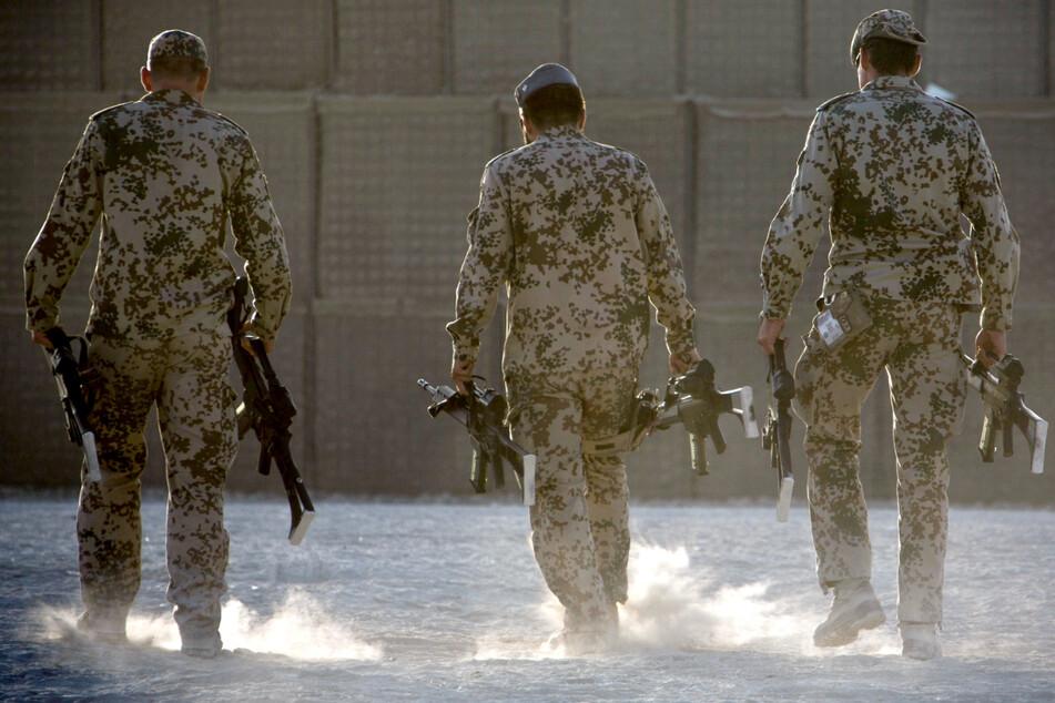 Die Linke will Bundeswehr-Soldaten aus allen Auslandseinsätzen abziehen, auch aus Afghanistan. (Archivbild)