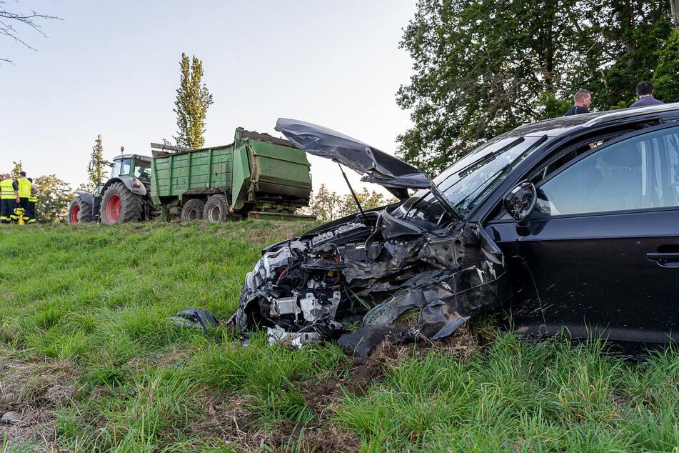 Vogtland: Audi und Traktor krachen zusammen