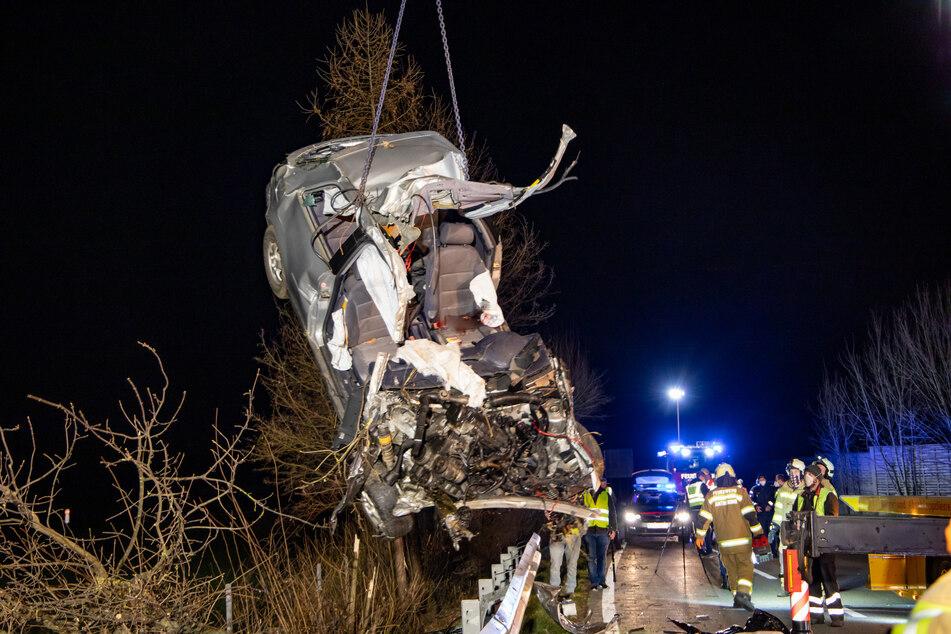 Das Fahrzeug war nach dem Unfall nur noch ein einziges Wrack.