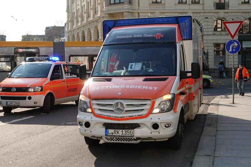 Notarzt und Rettungsdienst waren vor Ort. Wie schwer die Fußgängerin verletzt worden war, ist unklar.