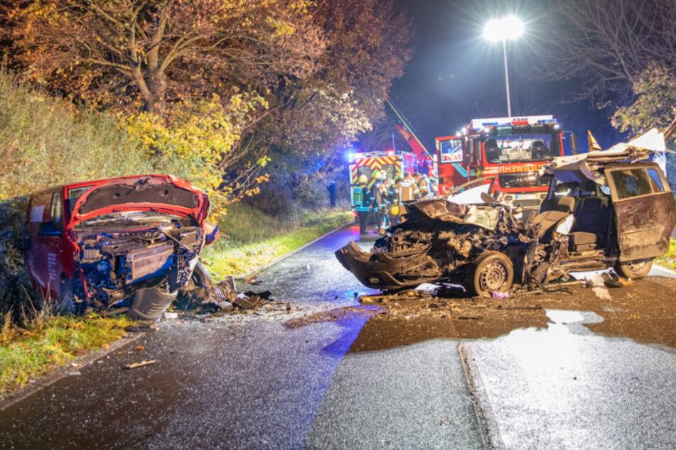 Auf der L213 in Brauweiler gab es einen schweren Frontal-Unfall mit fünf Verletzten.