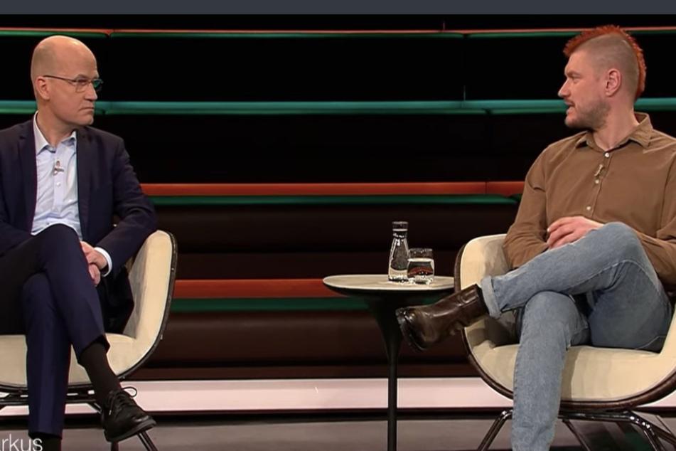 """Ralph Brinkhaus (CDU, 52) hatte es nicht leicht, gegen Sascha Lobos (45) Einwände anzukommen, sein Job, sei es, """"den Kopf hinzuhalten""""."""