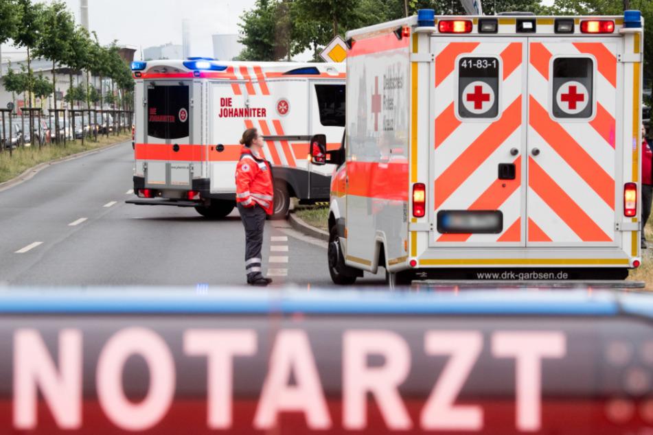 Autofahrer fährt absichtlich Fußgänger an und verletzt ihn schwer