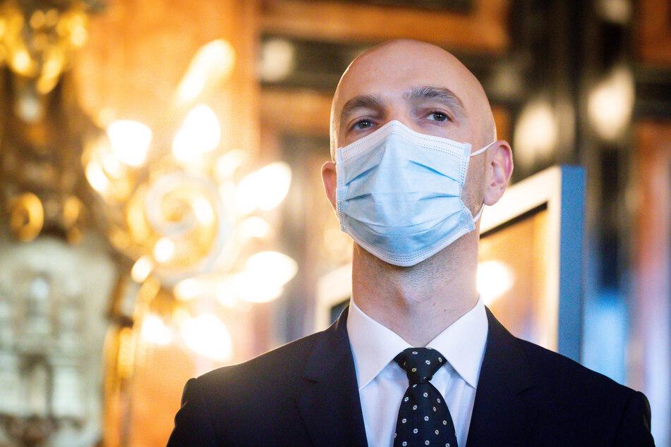 Der Hamburger Virologen Jonas Schmidt-Chanasit (42).