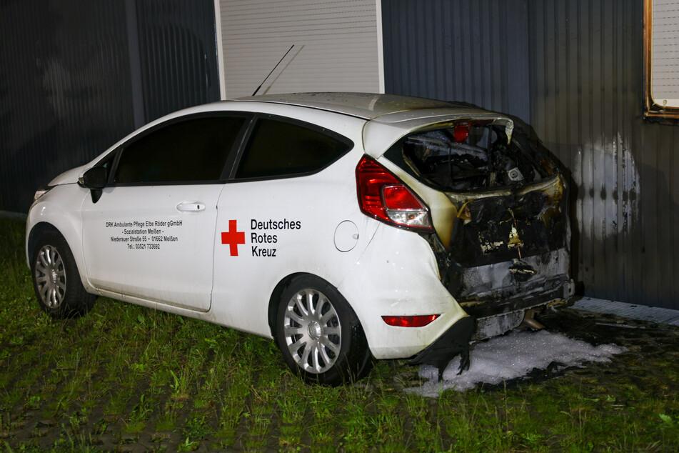 Bei den Bränden wurden Fahrzeuge des DRK zerstört.