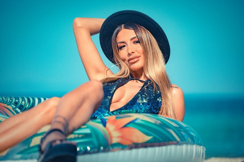 Christina Dimitriou (29) hat gemachte Brüste und eine operierte Nase.