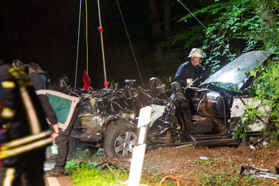 Drei junge Männer sterben bei Horror-Unfall: War es ein illegales Straßenrennen?