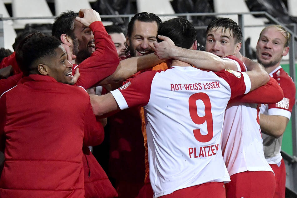 Rot-Weiss Essen gelang im DFB-Pokal-Achtelfinale ein sensationeller Sieg über Bayer Leverkusen nach eigenem Rückstand.