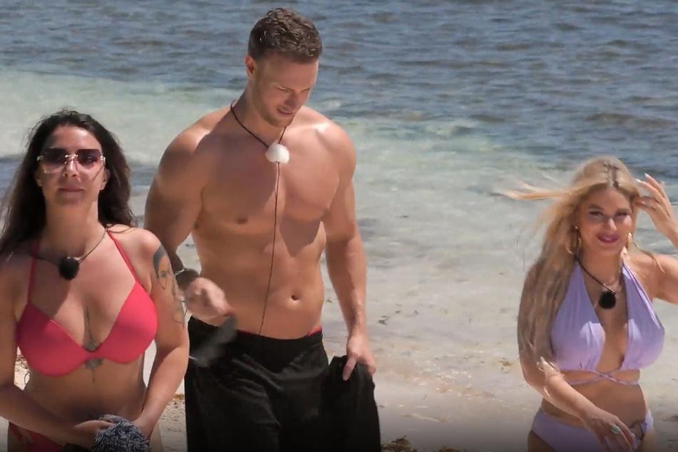 """Roxy (28) und Jay (34) kehren mit Neuzugang Vanja (30) in die """"Ex on the Beach""""-Villa zurück."""