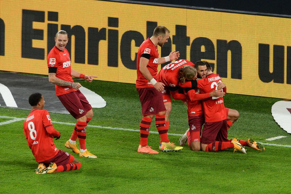 Ellyes Skhiri (2.v.r) feiert das Tor zum 0:2 in Dortmund.