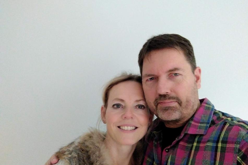 """Thomas Berg und seine Lebensgefährtin Julia bei einem Selfie. Der Partner hatte bei """"Wer wird Millionär"""" um die Hand seiner Frau angehalten."""