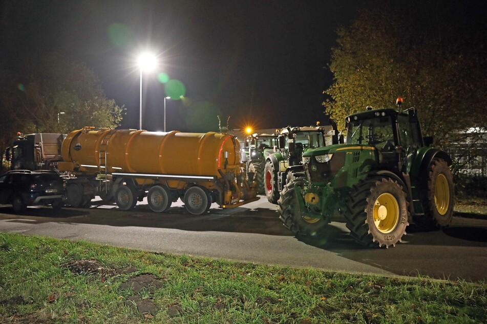 Lidl-Zufahrt blockiert: Bauern protestieren gegen Preis-Politik