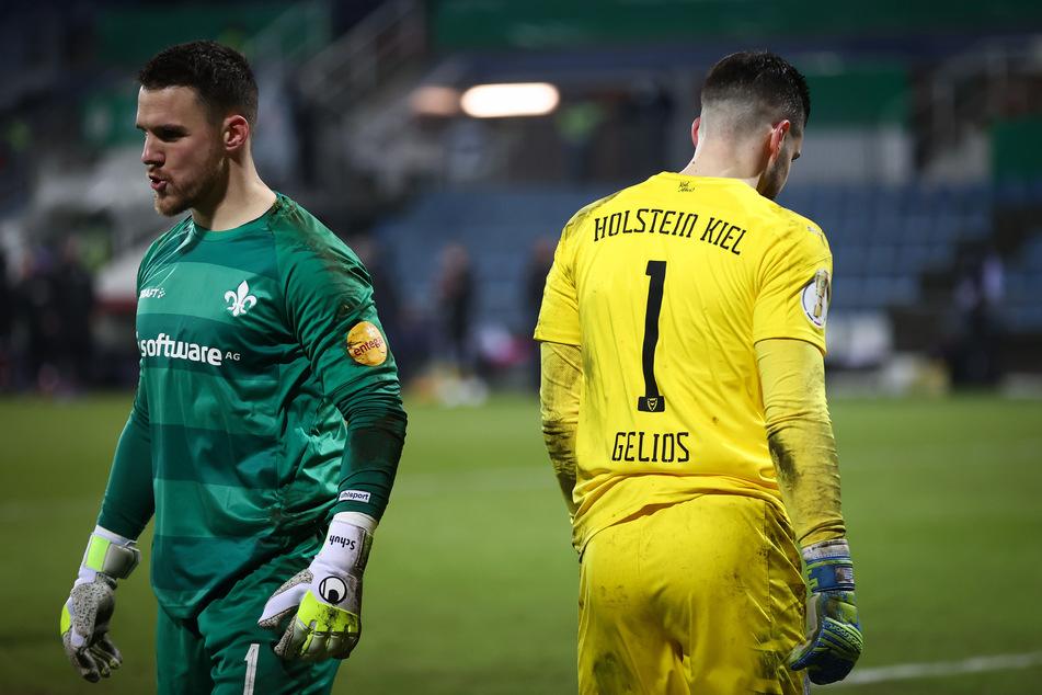Die Torhüter Marcel Schuhen (28/l.) vom SV Darmstadt 98 und Ioannis Gelios (28) von Holstein Kiel wurden im Elfmeterschießen zu den Protagonisten.