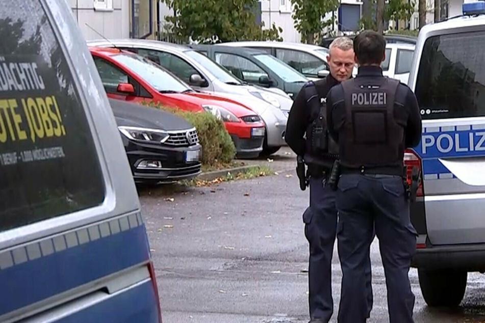Dutzende Polizisten hatten nach den versuchten Kindesentführungen am Dienstag die Gegend im Stadtteil Paunsdorf durchstreift. Auch ein Polizeihubschrauber kam dabei zum Einsatz.