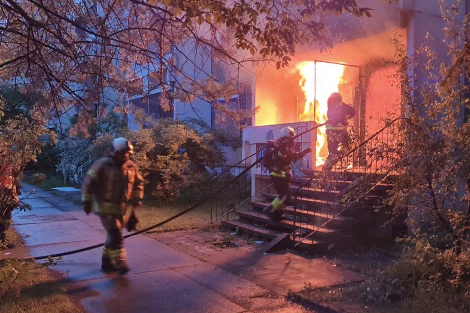 Die Feuerwehrleute konnten den Brand schnell unter Kontrolle bekommen.