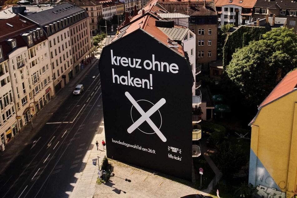 Das größte Plakat zur Aktion rund um die Bundestagswahl hängt in der Bautzner Straße in Dresden.