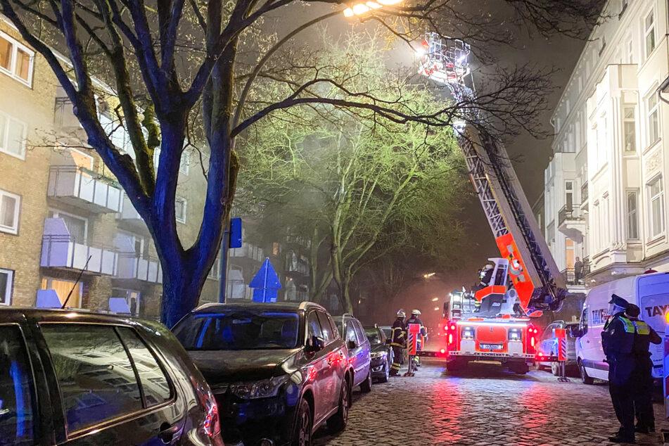 Mehrere Verletzte bei Brand: Familie von Balkon gerettet