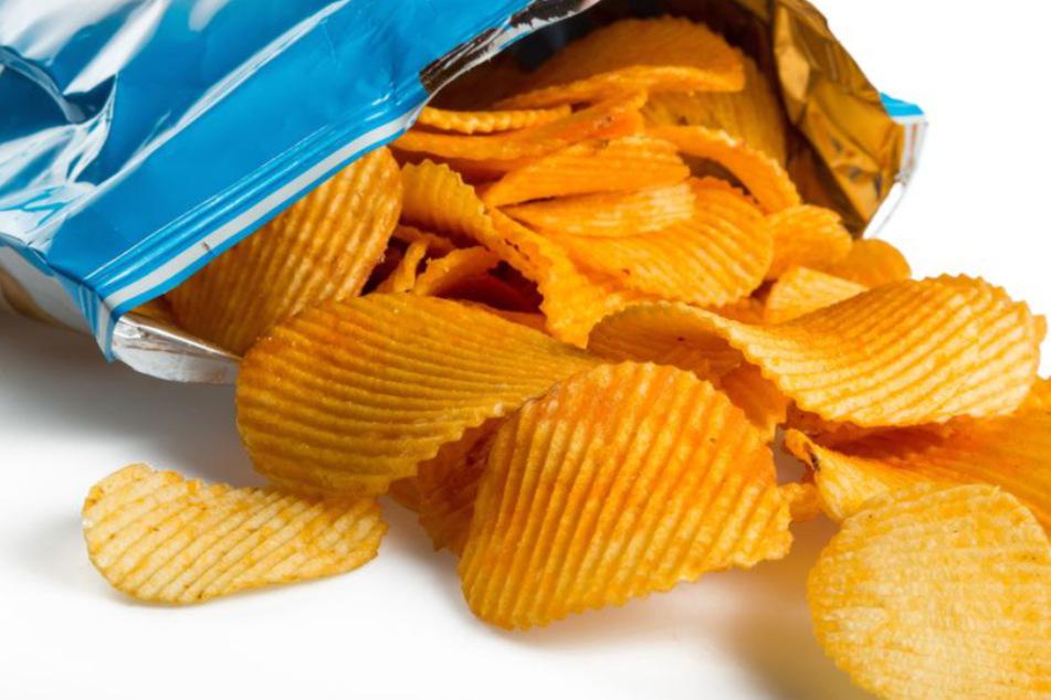 Wegen einer Tüte Chips! Streit endet in Massenschlägerei