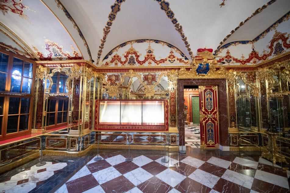 Die bei einem Einbruch beschädigte Vitrine im Juwelenzimmer im Historischen Grünen Gewölbe im Dresdner Schloss der Staatlichen Kunstsammlungen Dresden (SKD).