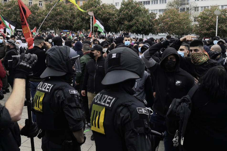 Stuttgart: Tumultartige Szenen bei Pro-Palästina-Demo in Stuttgart