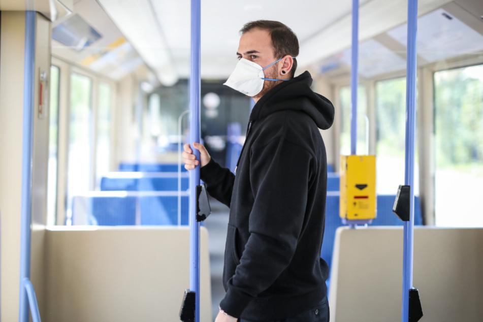 Gilt in Bayern ab Montag: FFP2-Maskenpflicht in Bussen und Bahnen sowie beim Einkaufen.