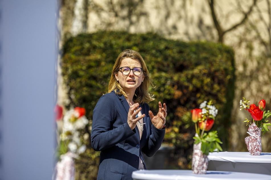 Kulturbürgermeisterin Annekatrin Klepsch (43, Linke) will Kathrin Schmidt trotz allem eine Chance geben.