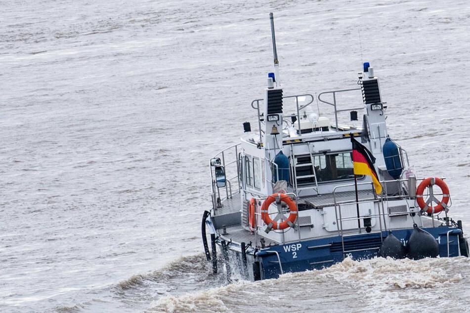 Mann bei Flucht vor Polizei im Rhein abgetrieben: Suche läuft
