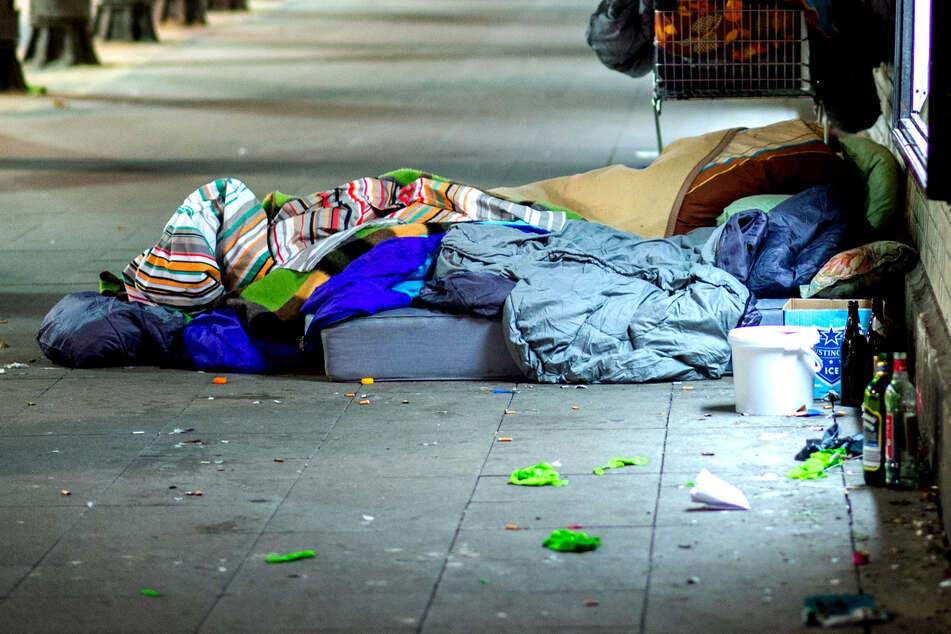Der Tatverdächtige ist ebenfalls obdachlos. (Symbolbild)