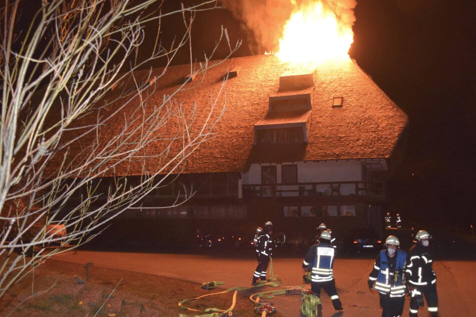 Hof im Schwarzwald brennt: Bewohner können sich noch rechtzeitig retten