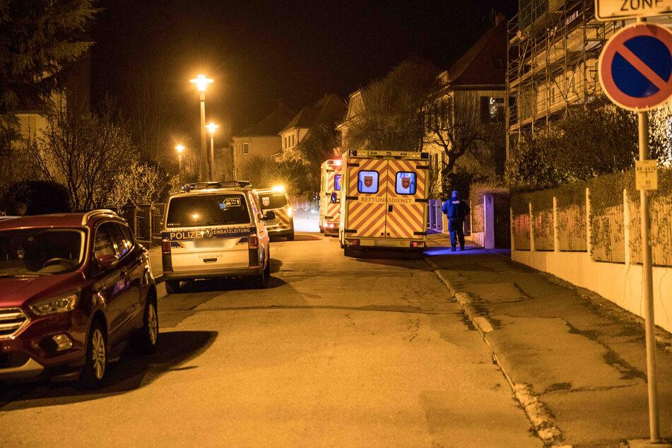 Polizei und Rettungsdienst nachts vor Ort: Rentner Wolfgang H. (75) soll seine Ehefrau Dorothea erschossen und sich selbst danach schwer verletzt haben.