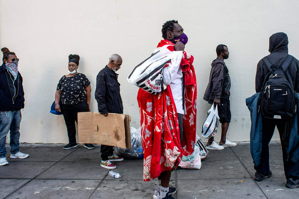 Judge orders LA and county to provide shelter for all homeless people on Skid Row