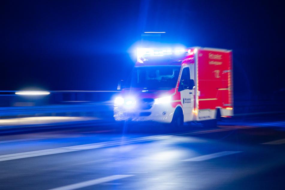 Das Brandopfer wurde in ein Krankenhaus gebracht. (Symbolbild)