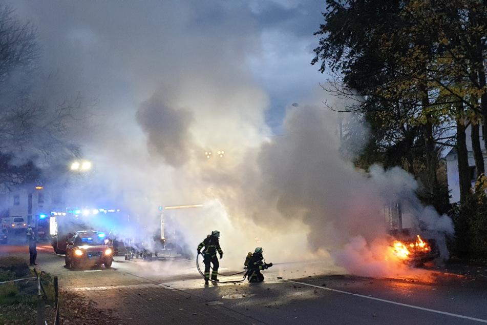 Das Ehepaar, dessen Wagen am Sonntag in Königswinter plötzlich während der Fahrt Feuer fing, blieb unverletzt.