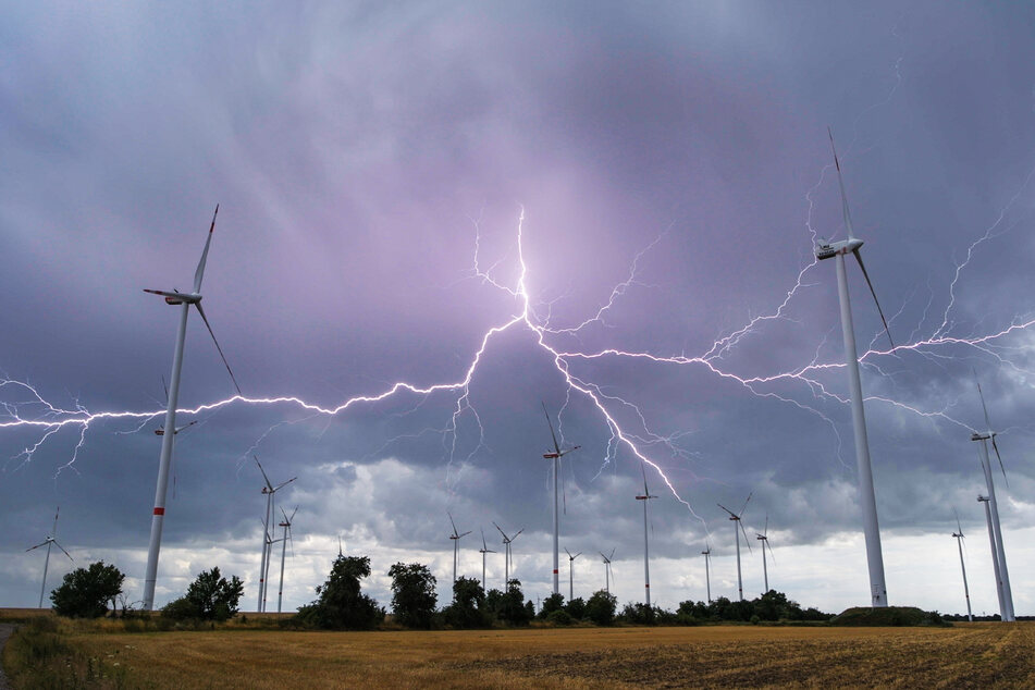 In den kommenden Tagen werden neue Gewitter und Regenschauer erwartet. (Symbolbild)