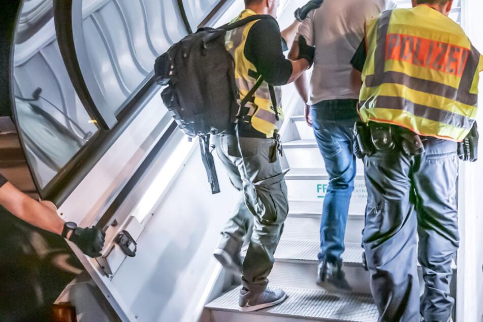 Erste größere Sammelabschiebung seit Corona vom Flughafen Frankfurt