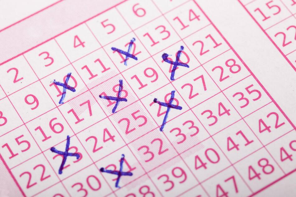 Die Wahrscheinlichkeit im Lotto zu gewinnen, ist verschwindend gering. Steffen Henssler (48) hat es trotzdem geschafft.